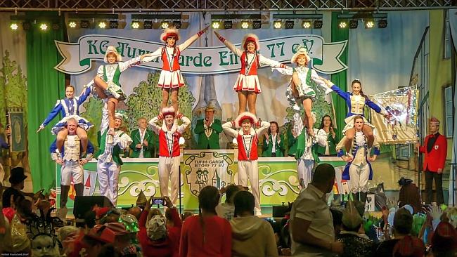 Das gab's noch nie: 3 Karnevalsvereine tanzen gemeinsam. Foto: Herbert Krautscheid